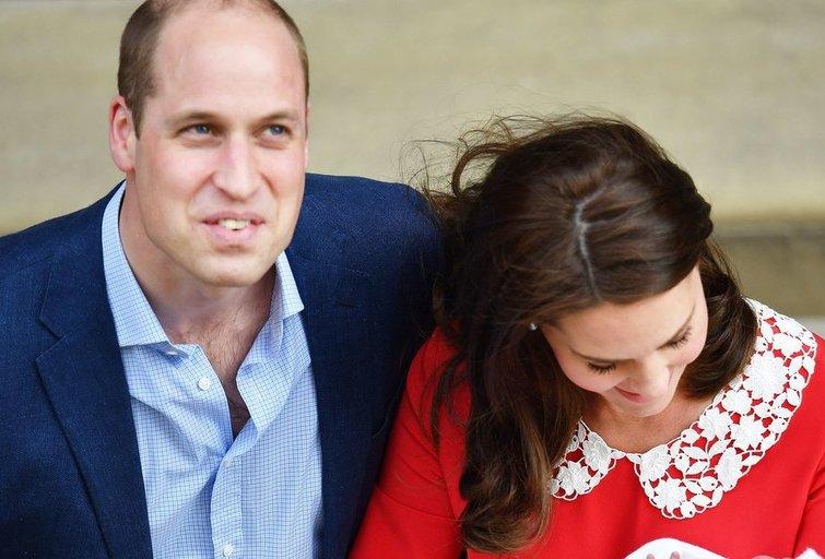 Atskleidė, kodėl karališkoji šeima dar nepaskelbė naujagimio vardo (nuotr. SCANPIX)