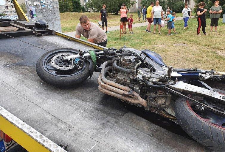 Grigiškėse po susidūrimo su automobiliu žuvo motociklininkas (nuotr. Broniaus Jablonsko)