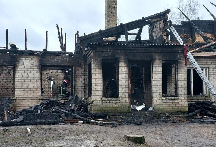 Tragiško gaisro vieta Budrių kaime (nuotr. TV3)