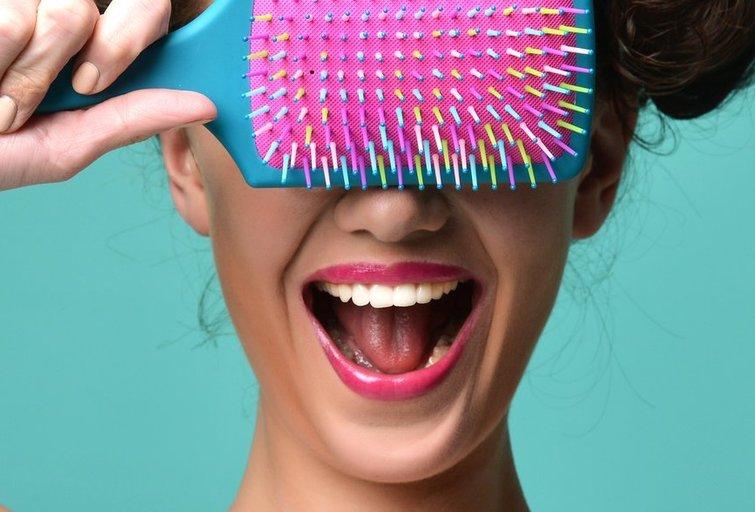 Kokį plaukų šepetį pirkti? (nuotr. Fotolia.com)