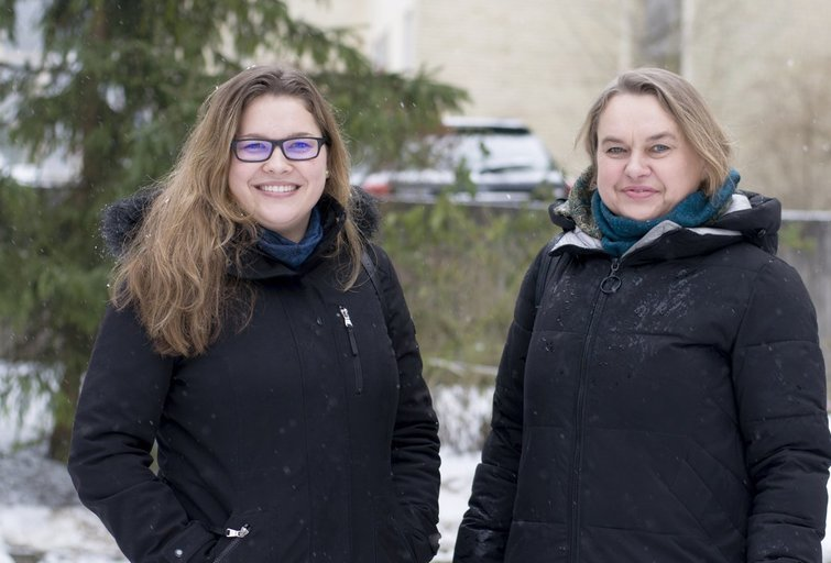 Emilija su savo mama, biofizikos mokslų daktare Vilma Kisnieriene. (Nijolės Zenkevičiūtės nuotr.)