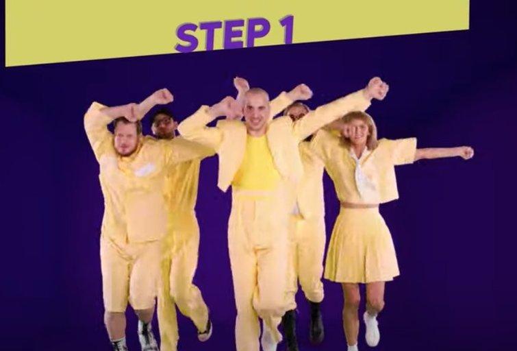 """""""Discoteque"""" šokio judesiai (nuotr. YouTube)"""