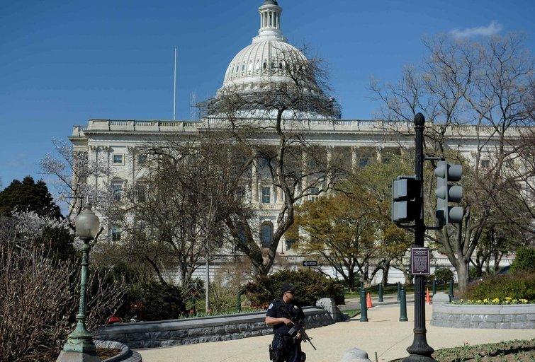 Vašingtone policija pašovė ginklą Kapitolijuje išsitraukusį vyrą  (nuotr. SCANPIX)