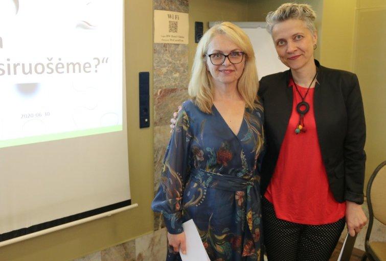 """Asociacijos """"Kitoks vaikas"""" valdybos pirmininkė Daina Šiekštelytė Valkerienė (kairėje) ir diskusijos moderatorė Kristina Paulikė. Sigitos Inčiūrienės nuotr."""