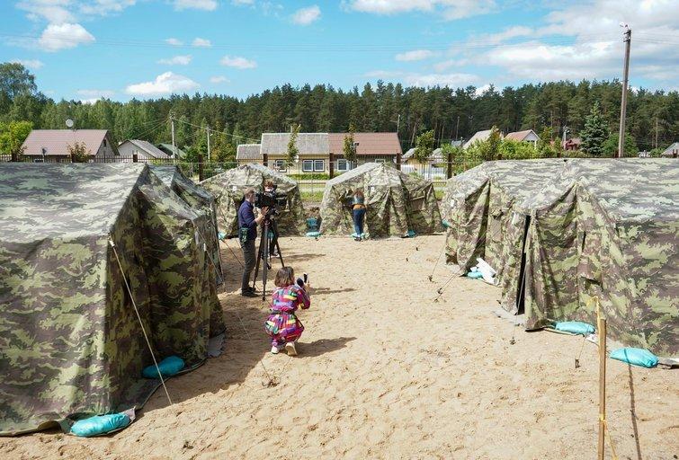 Pabradėje atidarytas palapinių miestelis (Fotodiena/ Viltė Domkutė)