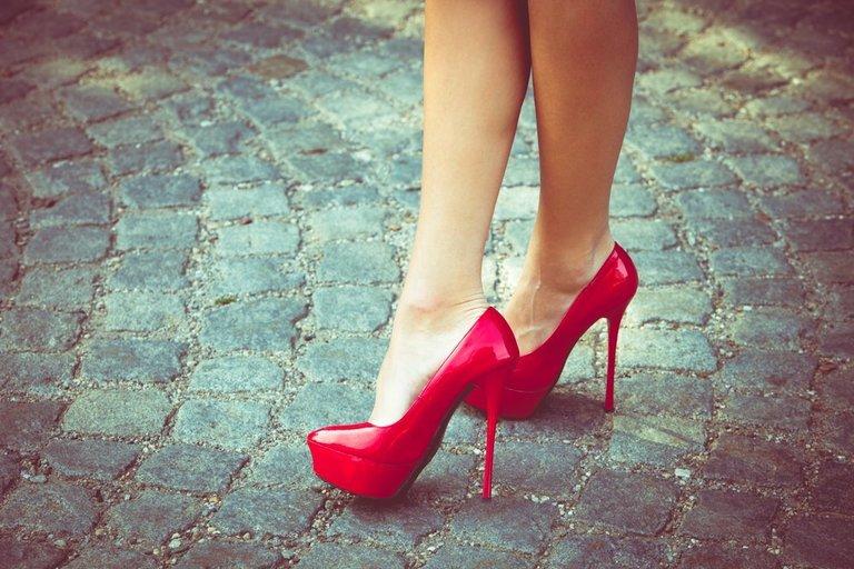Raudoni batai  (nuotr. Shutterstock.com)