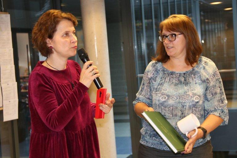 Balsių bendruomenės pirmininkė Neringa Kleniauskienė (dešinėje) ir tarybos narė Kristina Paulikė. Sigitos Inčiūrienės nuotr.