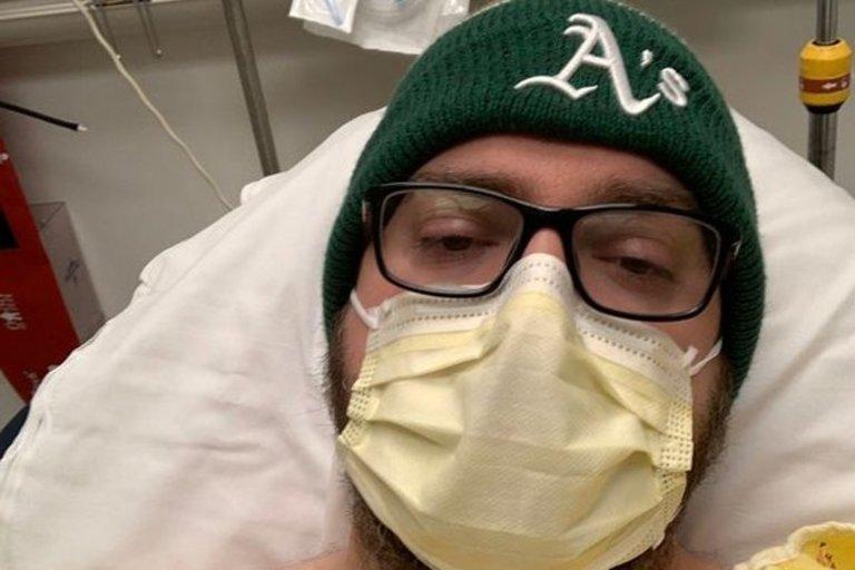Justinas pasakoja, kad susirgo kovo 4 dieną – jam skaudėjo galvą ir jis jautė gilų skausmą plaučių srityje (nuotr. Twitter)