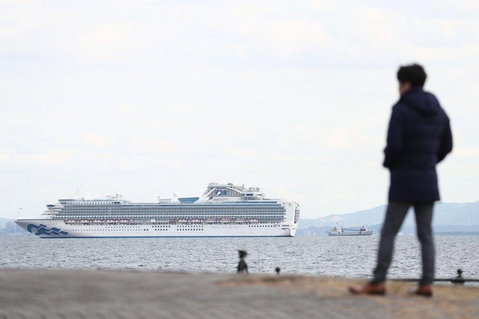 Japonijoje dėl koronaviruso karantinuotas kruizinis laivas su 3 700 keleivių