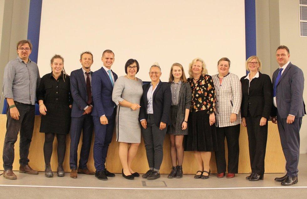 """Konferencijos """"Europos šalių pavyzdžiai, užtikrinantys kurčiųjų socialinę gerovę"""" organizatoriaia ir svečiai. Vaidos Lukošiūtės nuotr."""