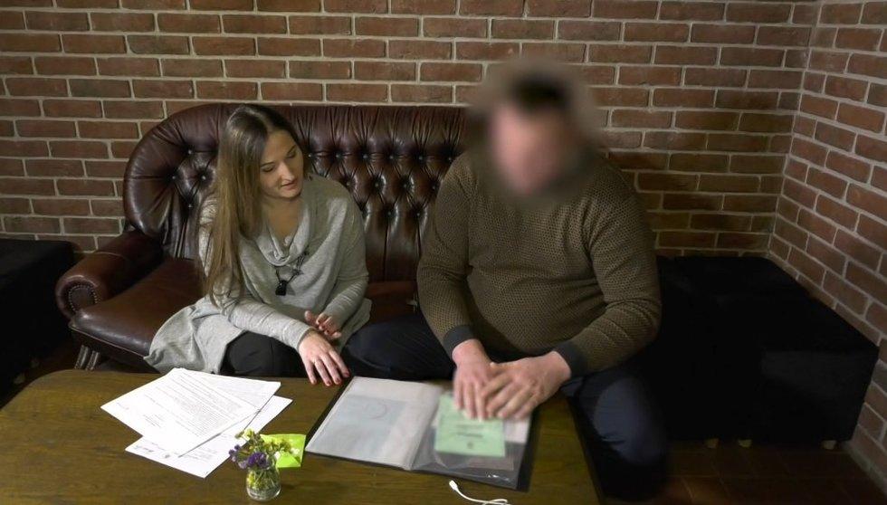 Moteris dvejus metus nemato savo sūnaus: kaltina vyrą nuteikinėjimu