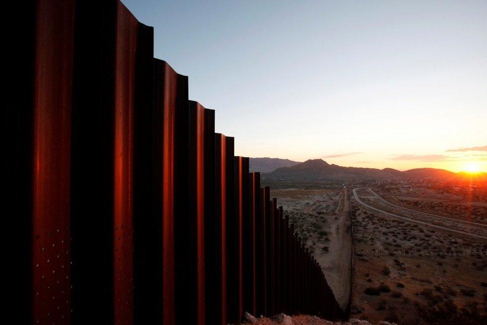 JAV siena su Meksika (nuotr. SCANPIX)