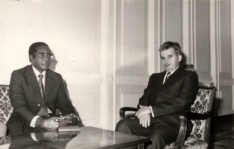 Čeučesku su Robertu Mugabe