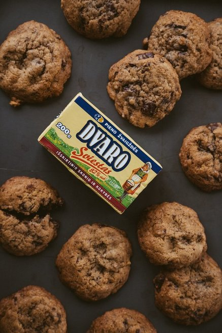 soft_and_chewy_chocolate_chip_cookies