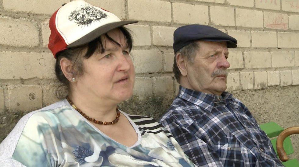 TV Pagalba. Senjorų pora tapo kaimynų siaubu – netvarka, dvokas ir dėl barnių byrantis tinkas