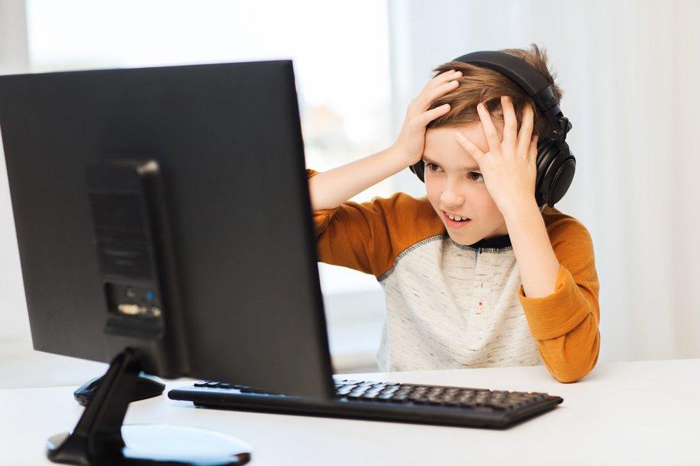 Vaikas prie kompiuterio