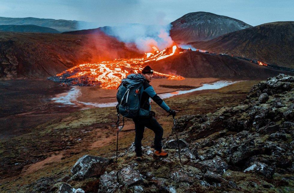 Islandijoje gyvenantis Deividas nepabūgo aktyvaus ugnikalnio: išsirengė į įspūdingą naktinį žygį