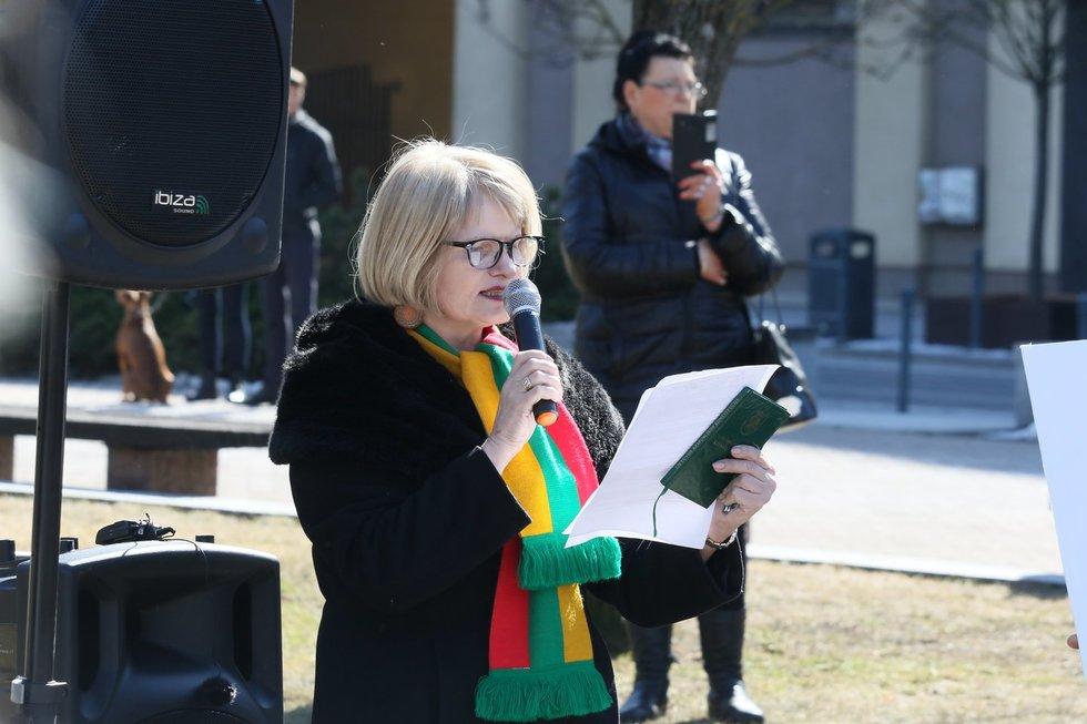 Protestas dėl karantino ribojimų prie Seimo , Astra Genovaitė Astrauskaitė
