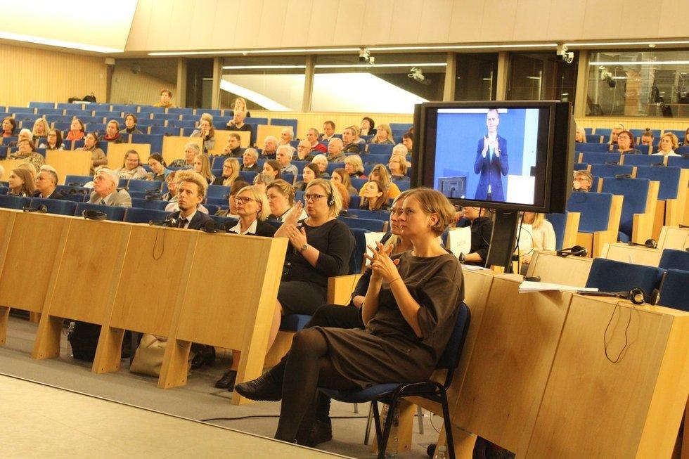 """Tarptautinė kurčiųjų savaitė pradėta tarptautine konferencija """"Europos šalių pavyzdžiai, užtikrinantys kurčiųjų socialinę gerovę"""". Vaidos Lukošiūtės nuotr."""