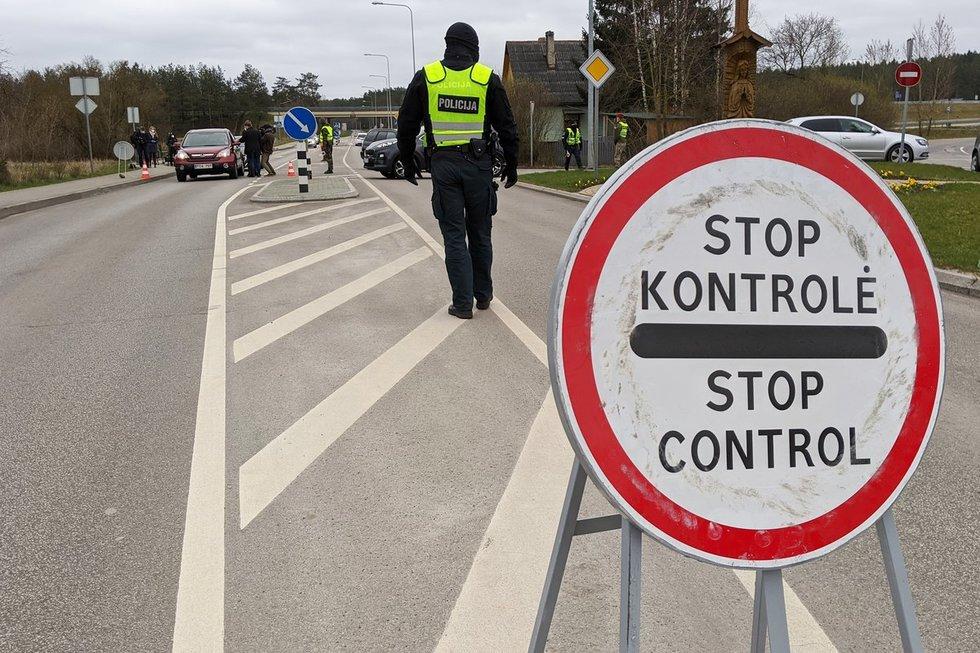 Nemenčinė uždaryta mažiausiai savaitei: tikrinami įvažiuojantys ir išvažiuojantys automobiliai