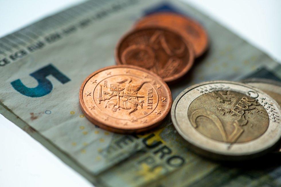 Pinigai, eurai