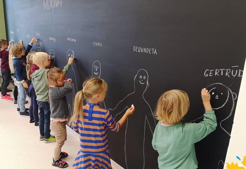 Ikimokyklinukų veiklos. Vilniaus humanistinės mokyklos archyvo nuotr.