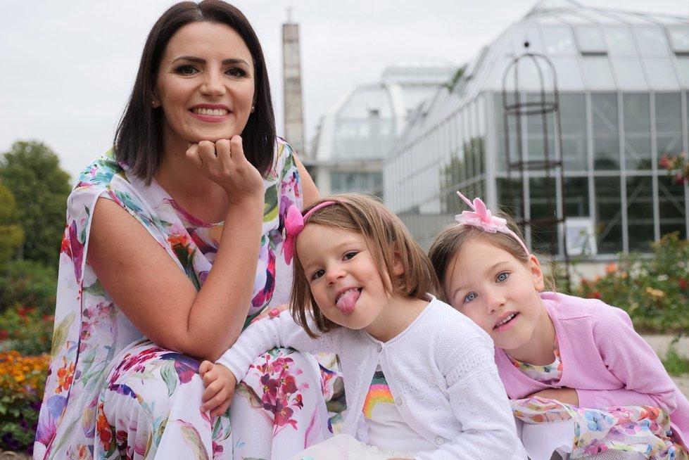 Renata Šakalytė-Jakovleva su savo dviem dukrelėmis Elze ir Sofija  (nuotr. Juozo Skaros)
