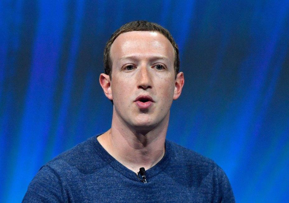 """""""Facebook"""" administratorių darbas: kankinamų vaikų vaizdai ir mirtis prie darbo stalo (nuotr. SCANPIX)"""