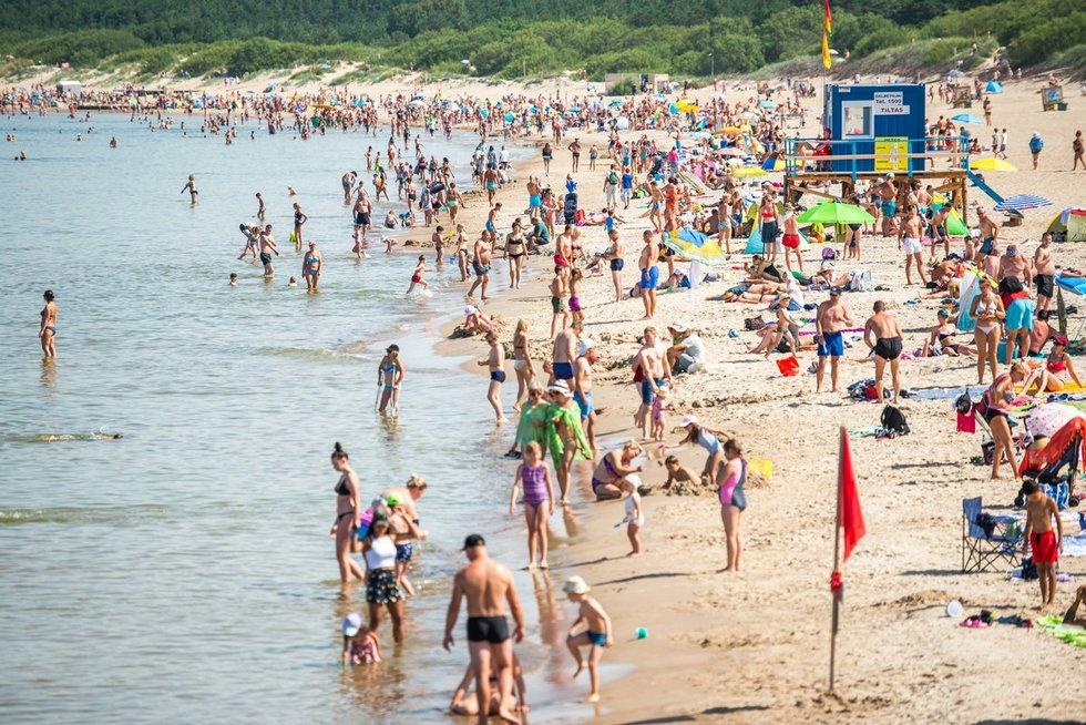 Į Palangą turistai skuba išsiilgę saulėtų orų, poilsio ir ramaus laiko su šeima (Nuotr. fotodiena.lt)