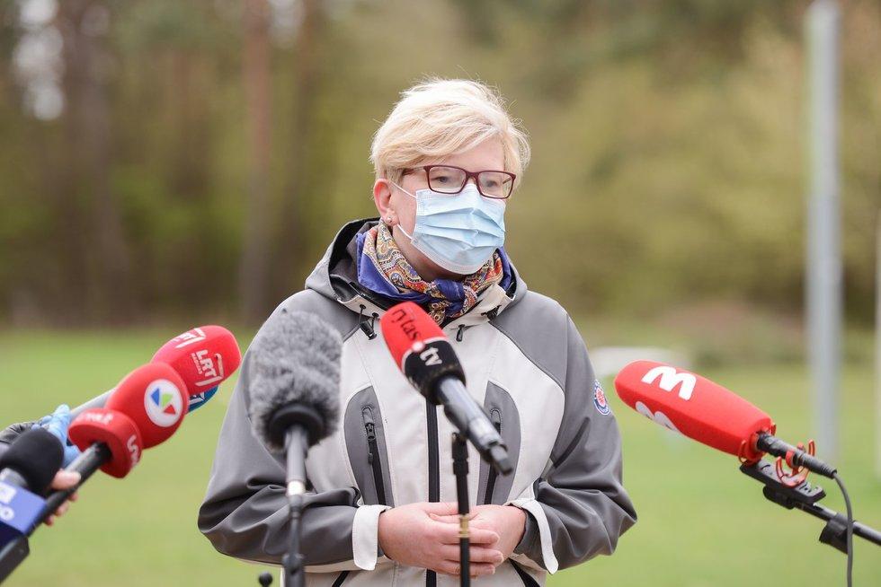 """Ingrida Šimonytė dalyvavoaplinkos tvarkymo akcijoje """"Darom 2021"""""""