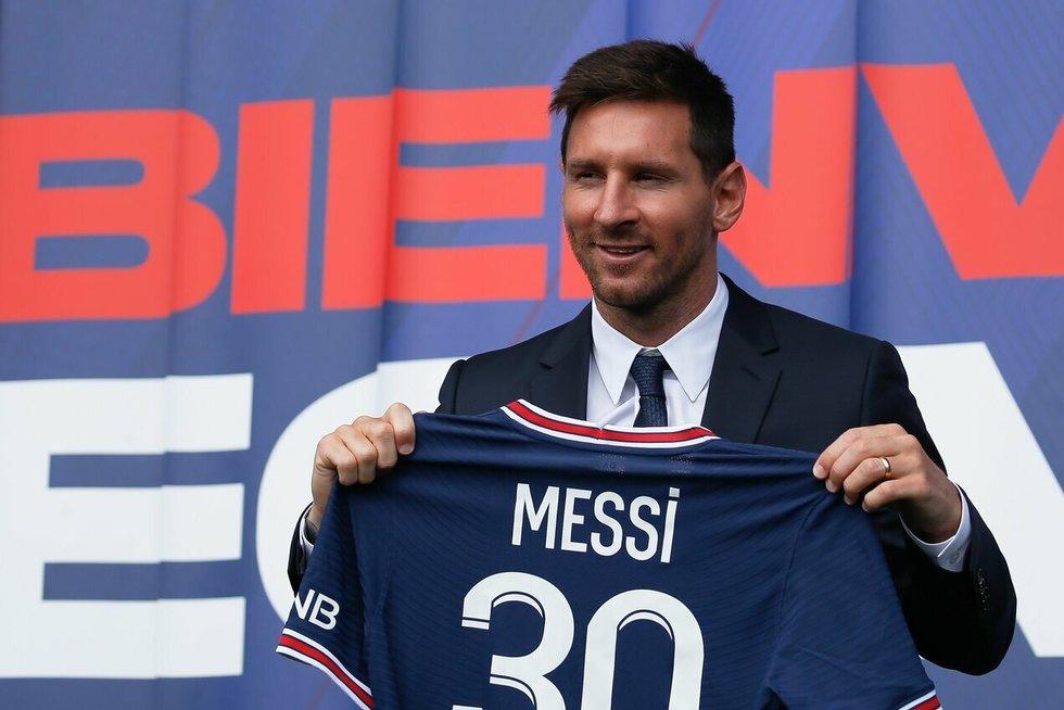 L. Messi.