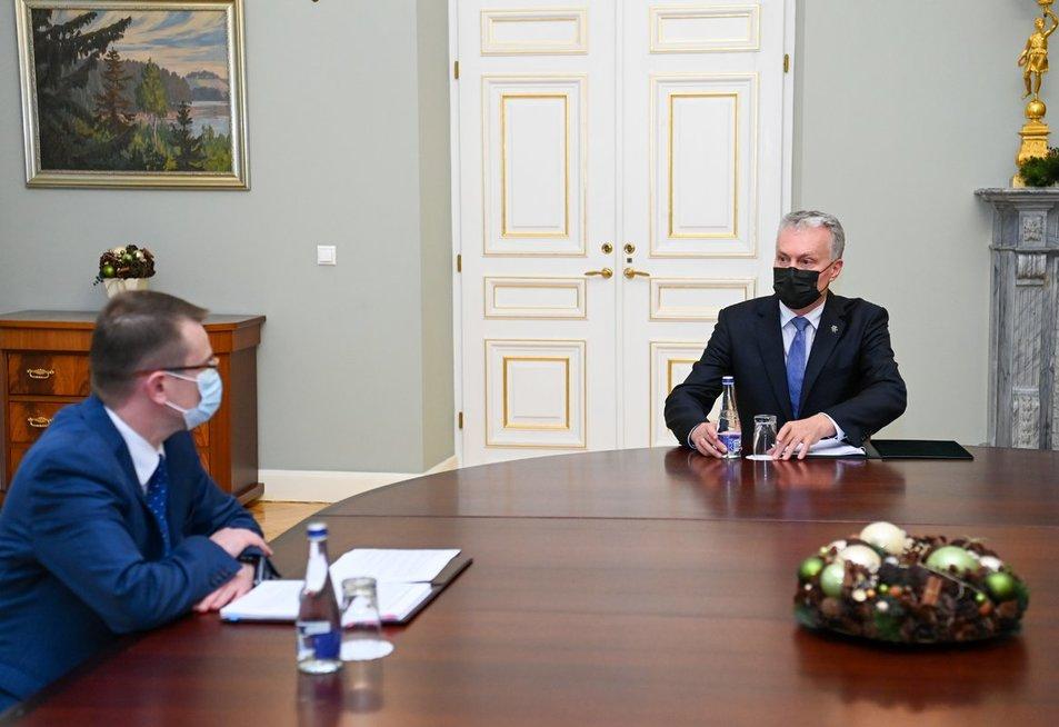 G. Nausėda susitiko su kandidatu sveikatos apsaugos ministrus A. Dulkiu