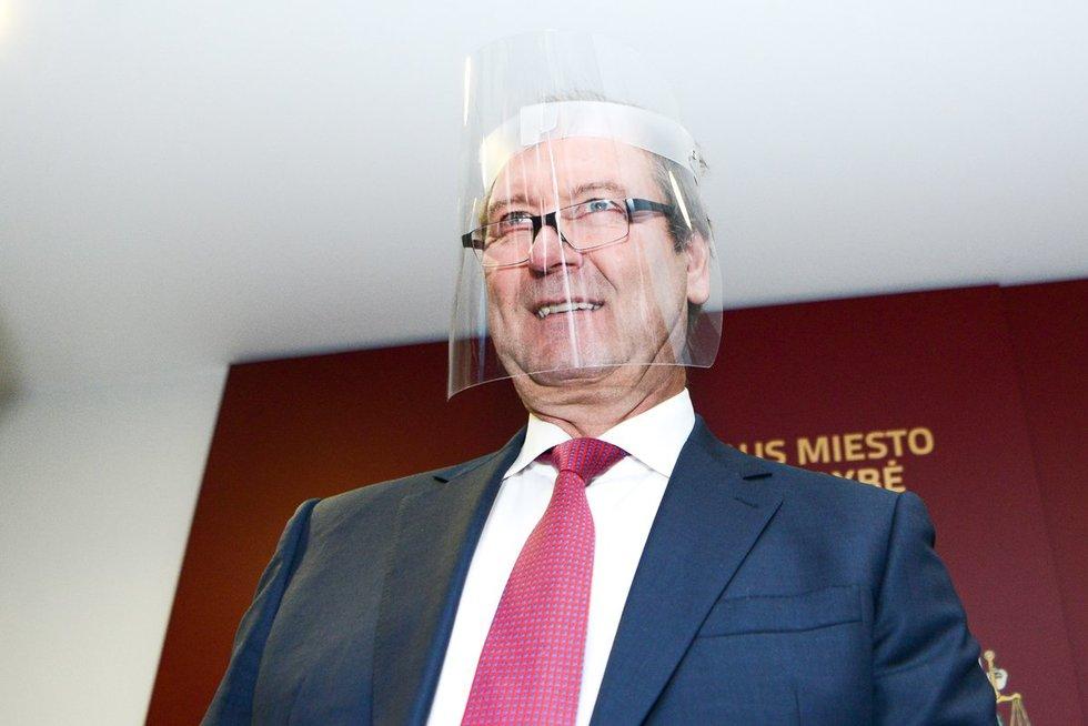 Viktoras Uspaskichas balsuoja (fotodiena.lt nuotr.)