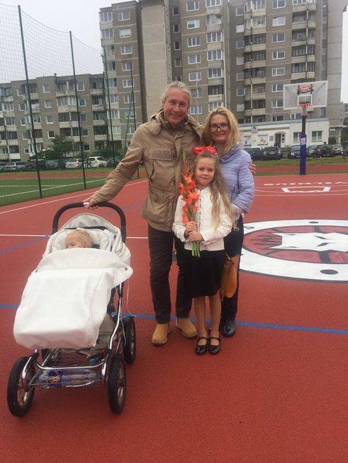Remigijus Garška ir Rima Janužytė su vaikais Hilda ir Haroldu