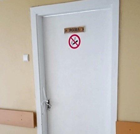 Maudęsi ligoniai skubiai buvo išprašyti iš vonios, už durų išvydo ant vežimėlio gulintį mirusįjį (nuotr. siaure.lt)