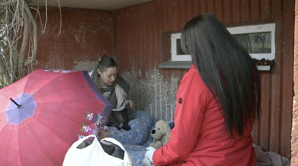Lina gyvena po daugiabučio balkonu: buto neteko per klaidą, o mama į namus nepriima