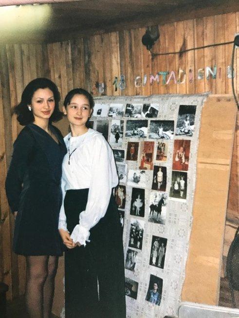 Loreta nuo vaikystės rūpinosi savo jaunesniąja seserimi