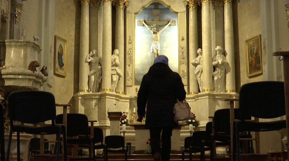 Žmonės traukia masiškai į mišias, bet kunigai siūlo ir alternatyvias išpažintis