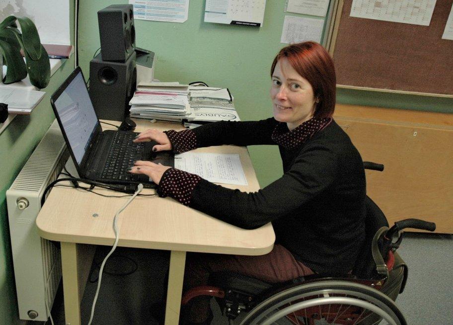 Ritai Česonienei dirbti padeda tai, kad tvarkaraščiai, dienynai persikėlę į virtualią erdvę. Linos Jakubauskienės nuotr.