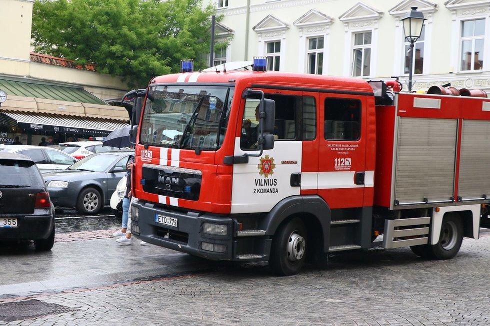 Senamiestį apgulė specialiosios tarnybos: portugalas grasino susprogdinti butą
