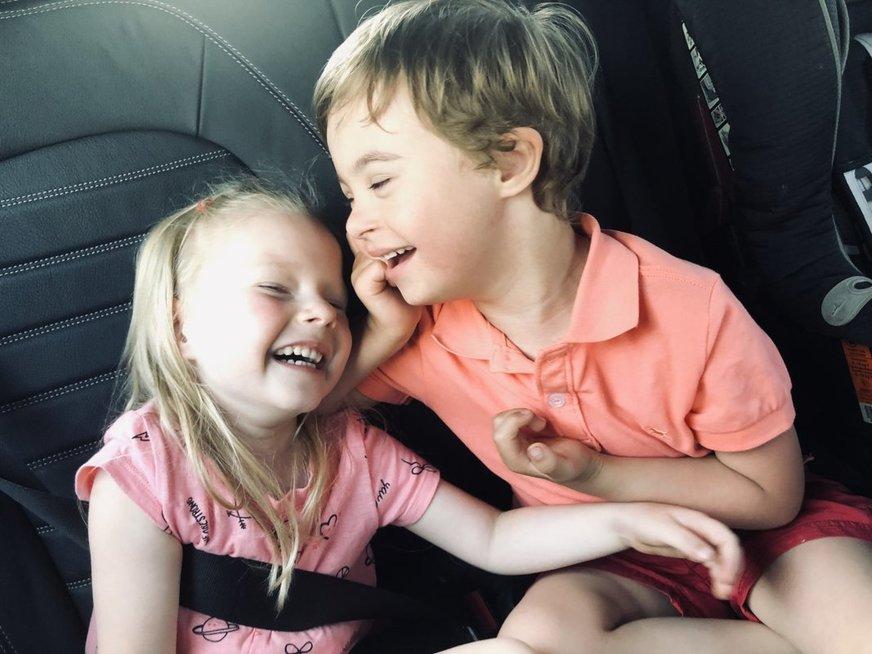 Įkvepianti vilnietės motinystė: gimus neįgaliam sūnui, įsivaikino dar ir mergaitę