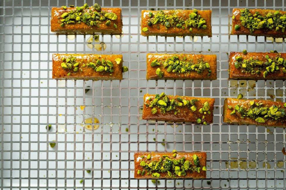 Savaitgalio pietums – traškios vištienos blauzdelės ir pistacijų keksiukai