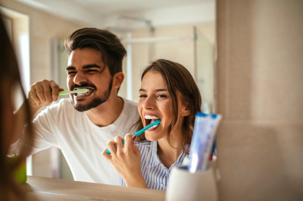 Dantų valymas (nuotr. Fotolia.com)