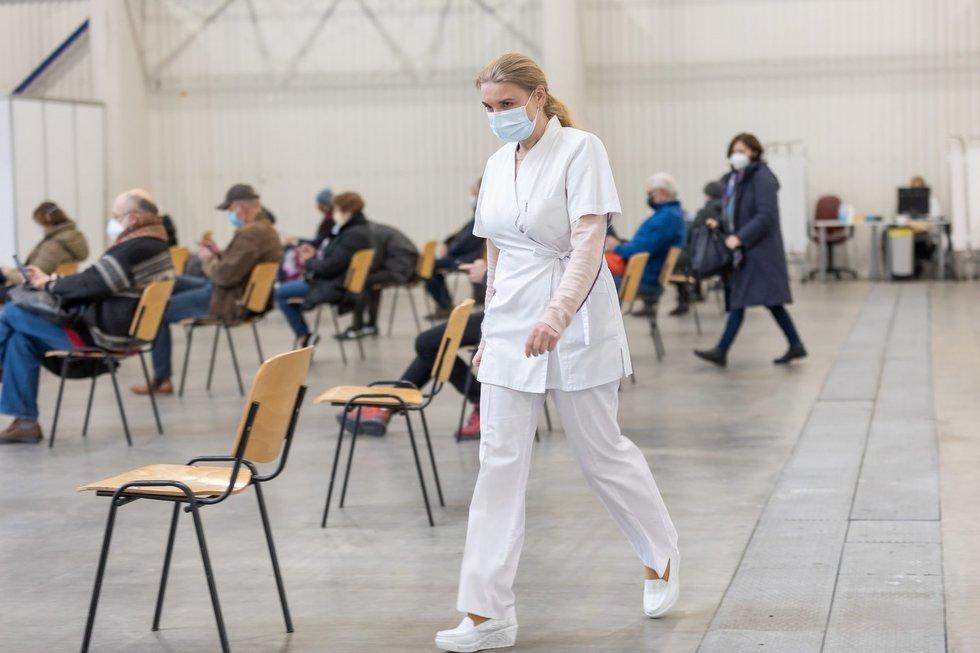 Vilnius pildo didžiausio šalyje vakcinavimo centro komandą: ieško registratorių ir slaugytojų, įvardijo atlyginimus