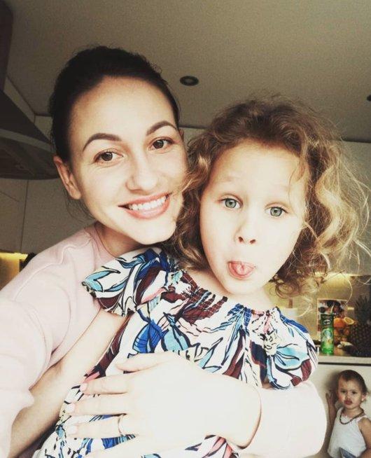 Kristina Šerkšnienė su dukrele
