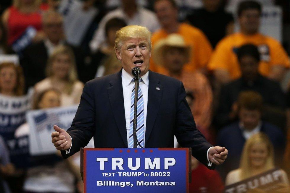 Donaldas Trumpas trimituoja pergalę (nuotr. SCANPIX)