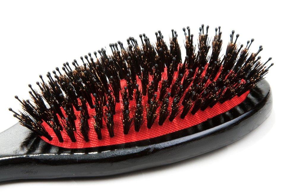 Banguotiems ir garbanotiems plaukams - šepečiai su mišriais šereliais (nuotr. Fotolia.com)