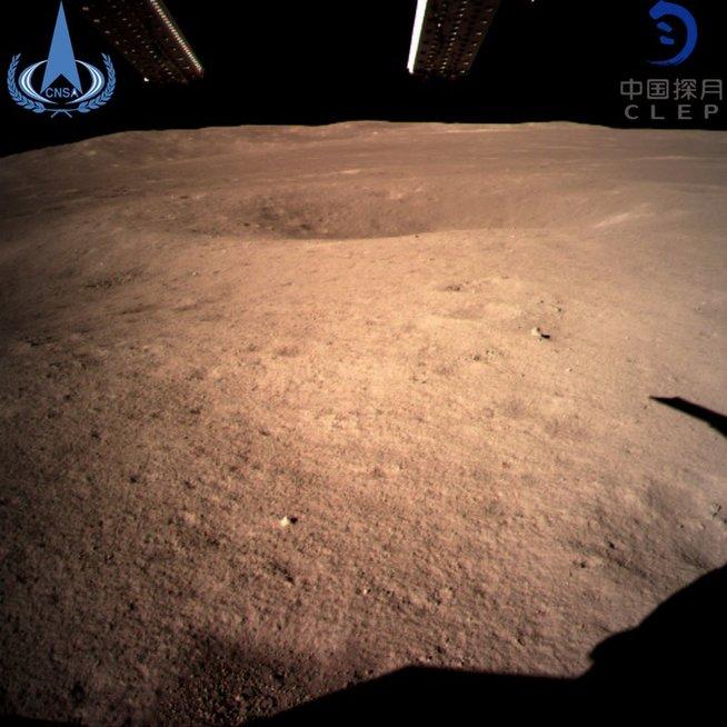 Kinų zondas nusileido Mėnulyje: parodė nematomą iš Žemės pusę (nuotr. SCANPIX)