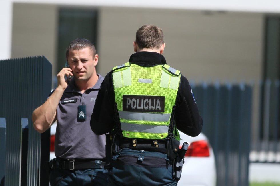 Policija apsupo Egidijaus Dragūno namą (nuotr. Broniaus Jablonsko)