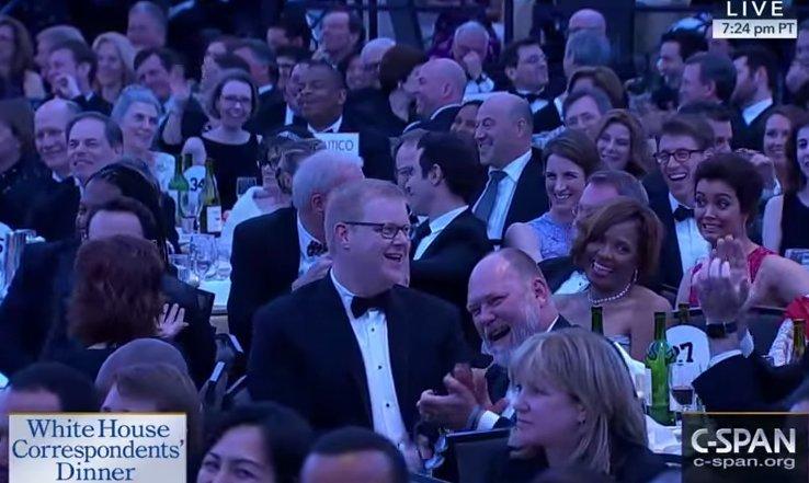 Verta pamatyti: 2011-ieji, kuomet visi Baltieji Rūmai juokėsi iš vieno salėje sėdinčio žmogaus (nuotr. YouTube)